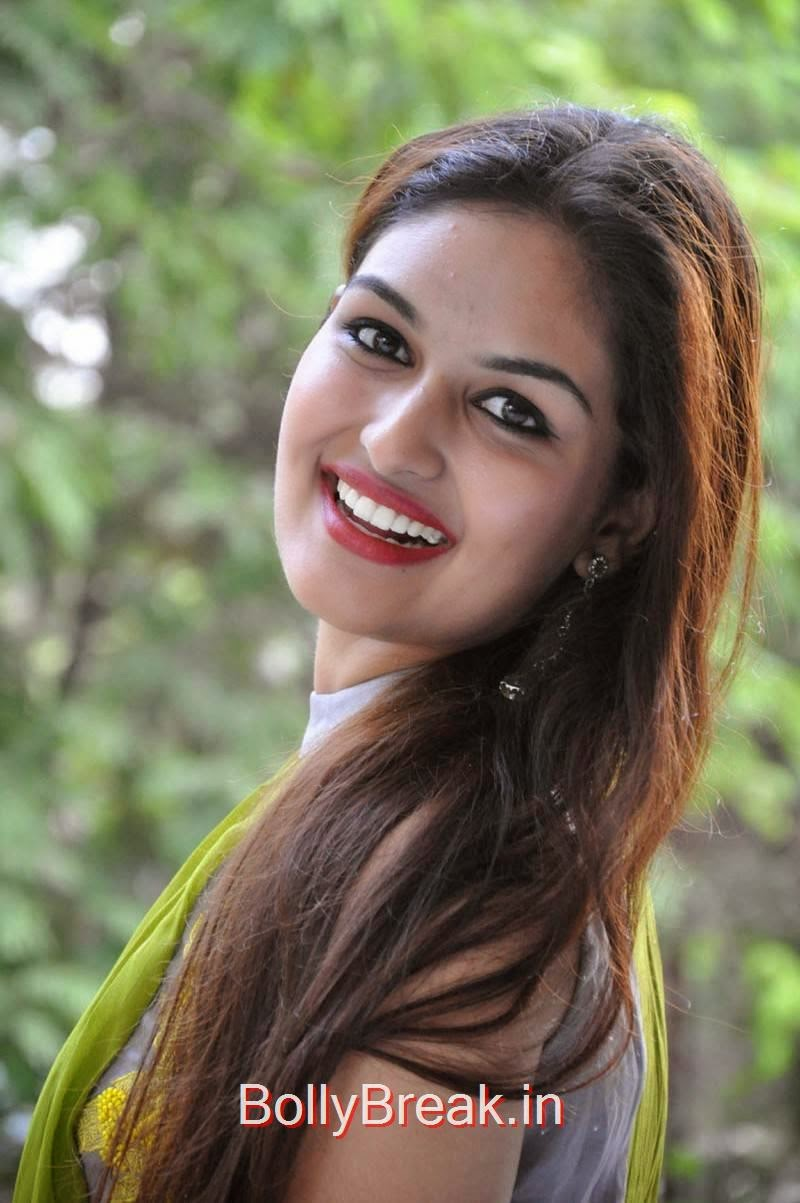 Prayaga Martin Photos, Actress Prayaga Martin Hot HD Images in Green dress