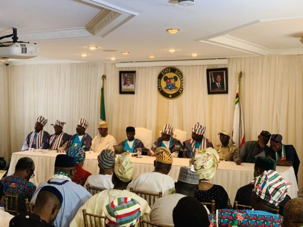 Buhari, VP Osnbajo, Oshiomhole and thers at the meeting with business leaders in Lagos