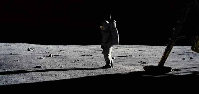 مراجعة فيلم First Man.. قفزة عظيمة للبشرية نحو المجهول في قصة مؤثرة جدا سطح القمر