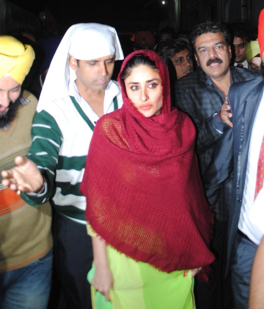 Bollywood Actress Stills At Golden Temple Kareena Kapoor