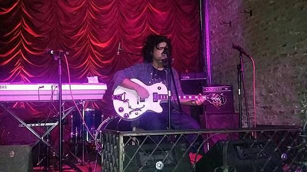Brian Fossa sigue presentando su nuevo disco Moondawn
