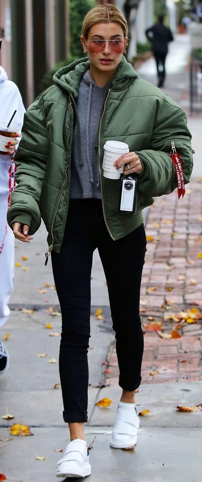 warm outfit to wear this winter / green jacket + hoodie + skinnies + sneakers