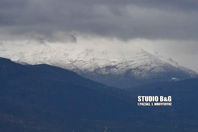 Άσπρισαν τα βουνά από τα χιόνια στην Αργολίδα