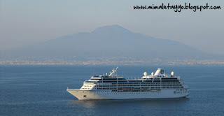 Costa Sorrentina con el Vesubio al fondo