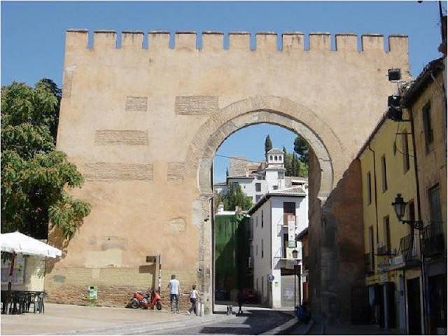 Porta de Elvira em Granada