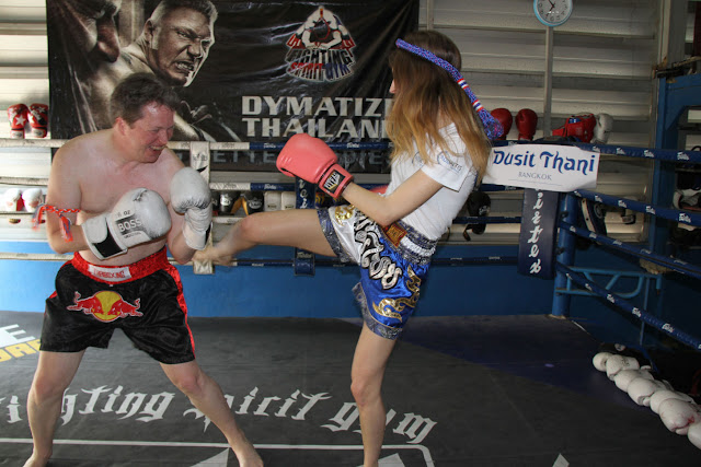 Nigel Short practicando Chess Boxing en Tailandia