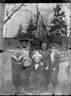 Foto von sechs Kindern - um 1900