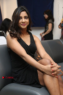 Telugu Actress Kamna Singh Stills in Black Dress at Bharat Thakur Art Exhibition Launch  0163.jpg