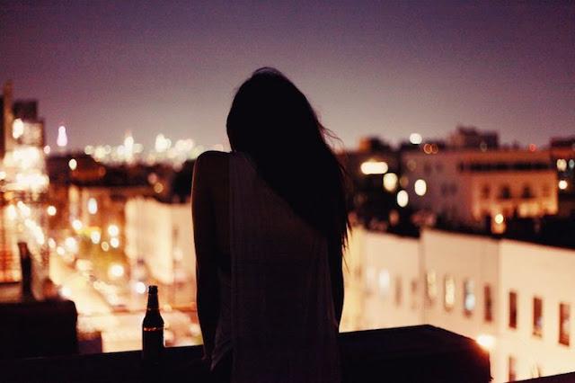 Hình ảnh cô đơn về đêm khuya nói lên tâm trạng của bạn