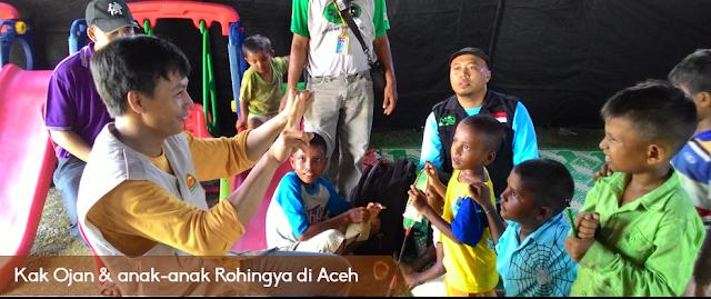 Kak Ojan & anak-anak Rohingya di Aceh