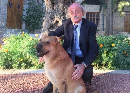 وداعا يا حبيبي يا Oscar.. هكذا نعى جنبلاط كلبه أوسكار!