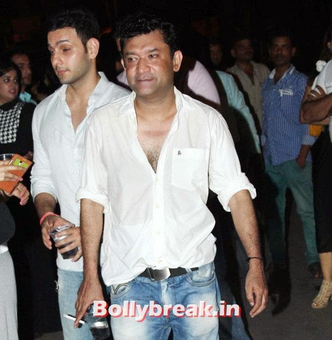 Ken Ghosh, Shriya Saran, anushka, Preeti & Ranbir at Plai Bhawan Bar Events