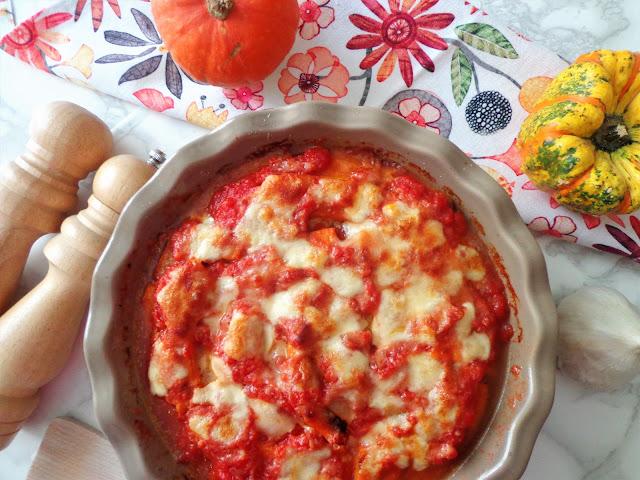 Dyniowa zapiekanka - włoska parmigiana w sosie pomidorowym (Parmigiana di zucca)