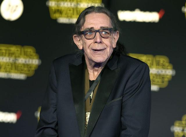 """Peter Mayhew, que interpretou Chewbacca nos filmes de """"Star Wars"""", morre aos 74 anos."""