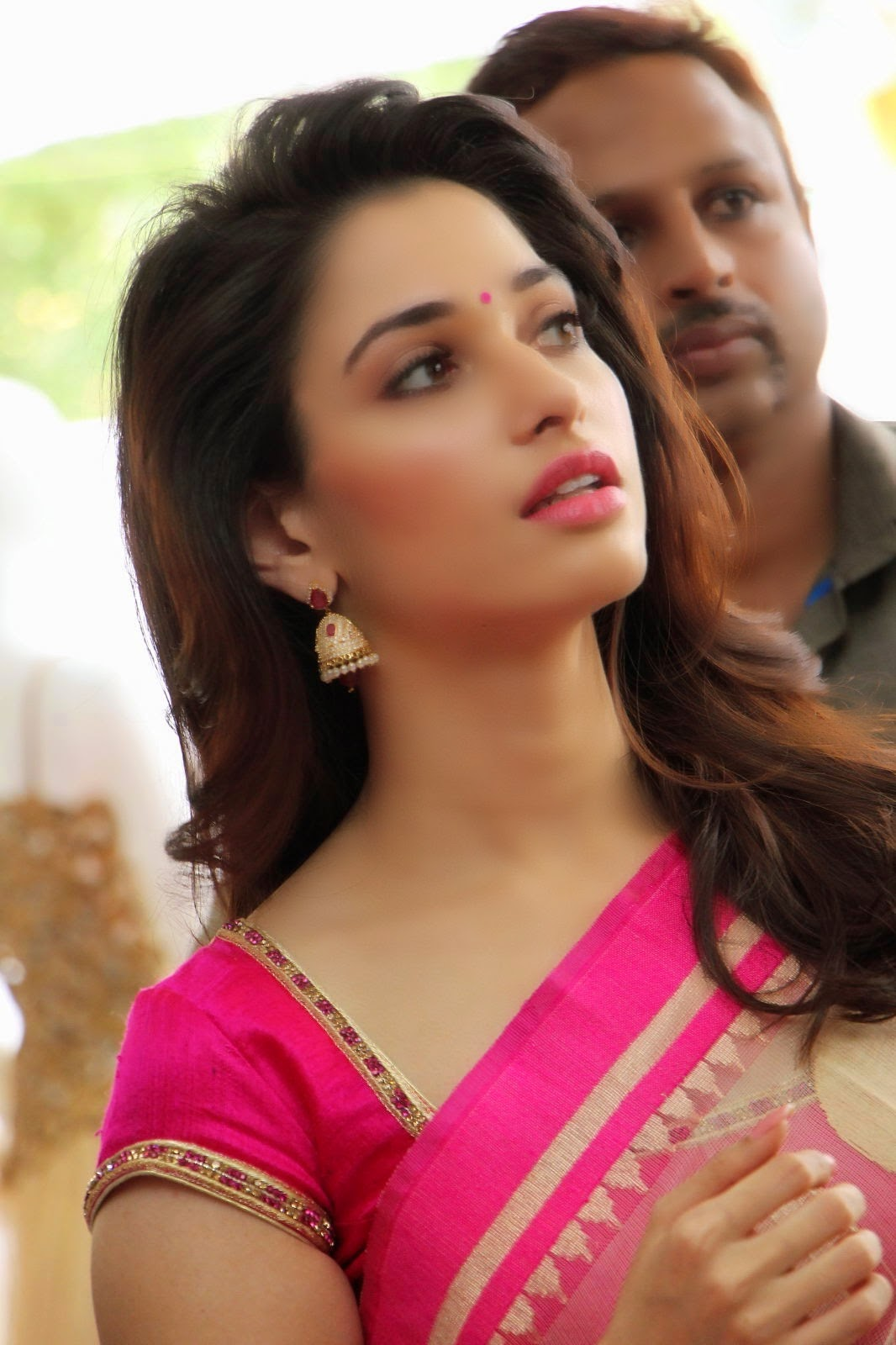 Tamanna Home: Tamanna Bhatia Looking Hot In Saree HD Wallpaper High