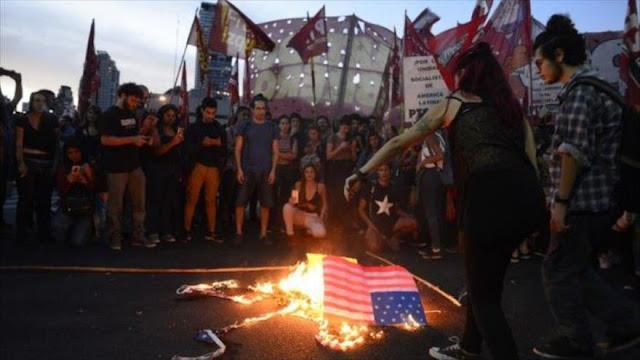 Argentinos queman bandera de EEUU por su injerencia en Venezuela