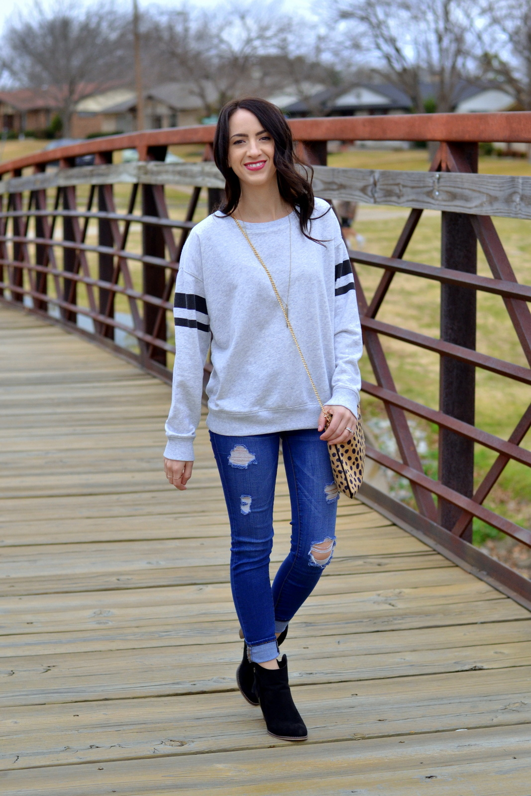 Casual_Sweatshirt_Ripped_Denim_Leopard_Clutch