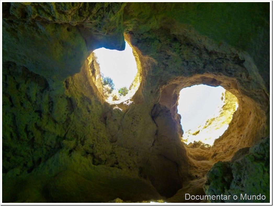 Gruta dos Dois Olhos;  Praias Algarve; Férias Algarve; Grutas Marinhas no Algarve; Sea Caves Algarve; Grotten Fahrt Algarve