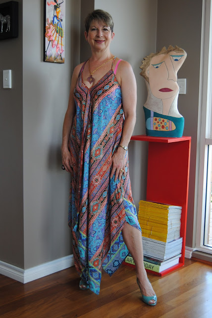HOW TO WEAR A CAFTAN DRESS FROM A POOL PARTY TO A COCKTAIL PARTY
