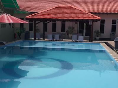 Puteri Qahrina Chalet homestay melaka swimming pool