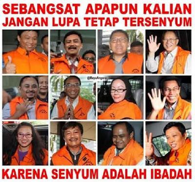 senyuman hina para koruptor