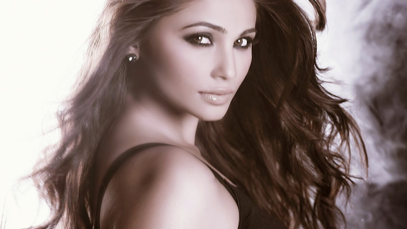 Daisy Shah Hd Wallpaper: CRazy ALL OvER ME: Hot Daisy Shah, Daisy Shah HD Hot