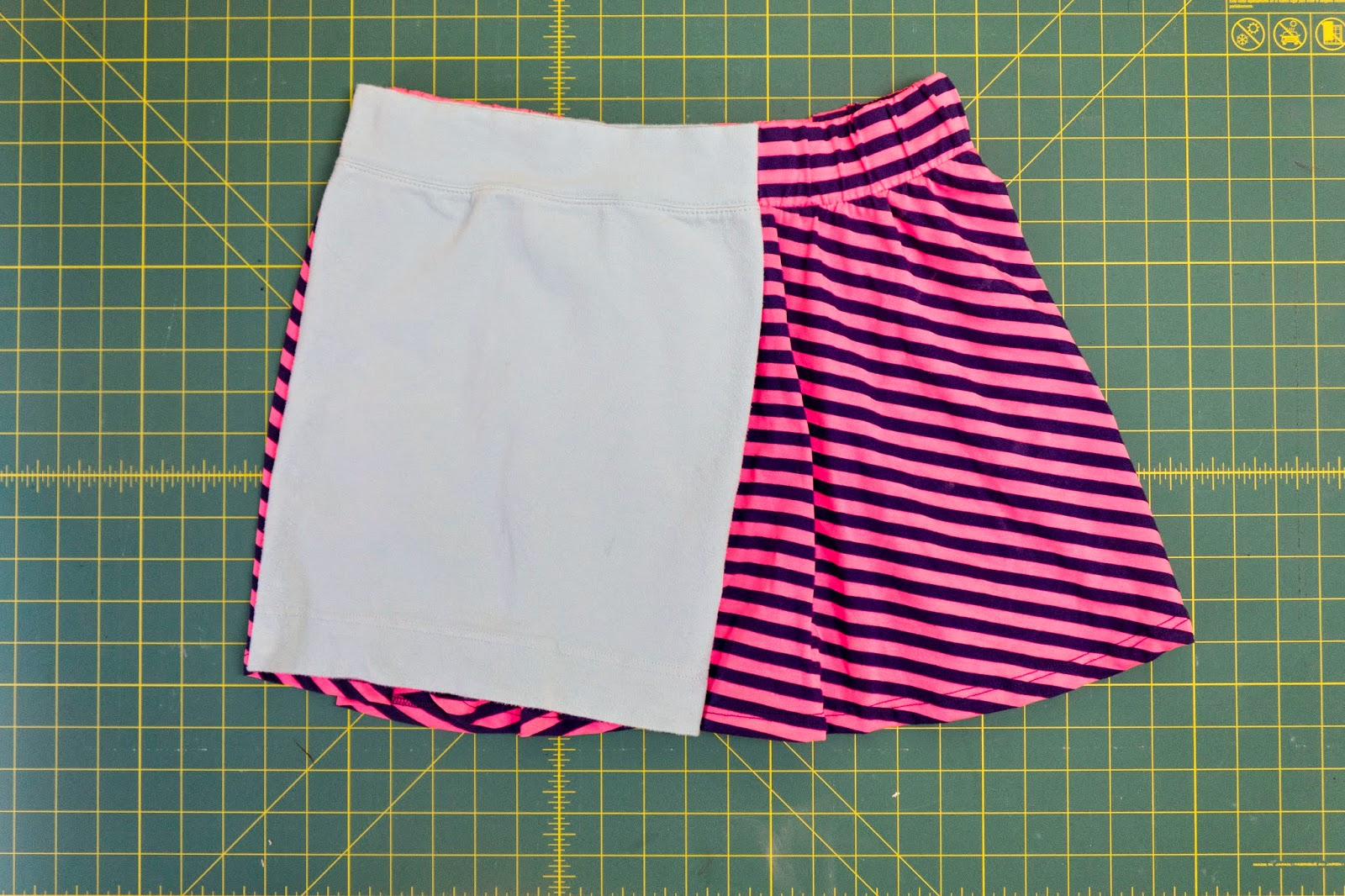 A simple skirt sewn with just one straight seam. It doesn't get any easier than this! | hillmade.blogspot.com