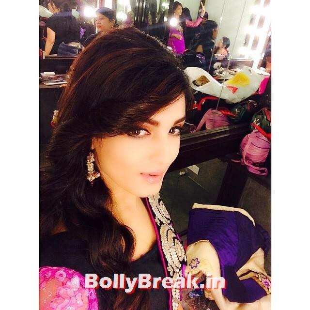 shiny Doshi hot pic in pink saree