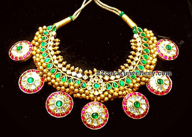 Tussi Necklace with Round Flower Motifs