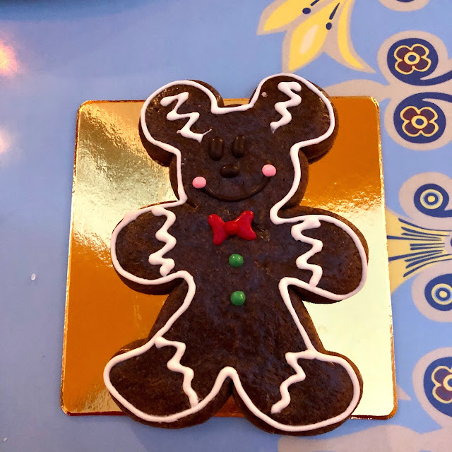 Disneyland Holidays, Christmas, holiday season, Disneyland, top Disneyland holiday ideas, Disneyland Mickey Gingerbread Man Cookie