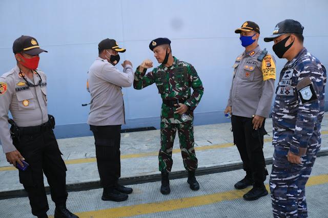 Gustav Urbinas Hadiri Upacara Penerimaan Pasukan Satgas Pengamanan Perbatasan RI-PNG