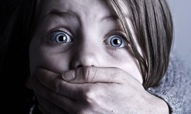 «طفلة أوسيم» تشنق نفسها بـ«إيشارب» بسبب مشهد في فيلم أجنبي