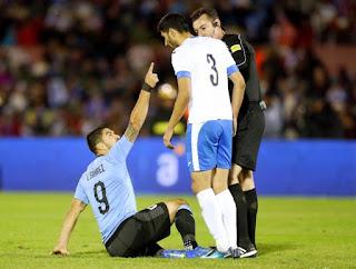 الإصابة تهدد  لويس سواريز نجم منتخب أوروجواى بالغياب عن مباراة مصر وأوروجواي