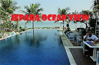 Tempat ini sebenarnya merupakan sebuah resort. Jepara Ocean View menjadi tujuan destinasi kekinian dengan kolam renang yang langsung menghadap ke bibir pantai.
