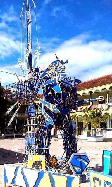pionering robot transformers biru