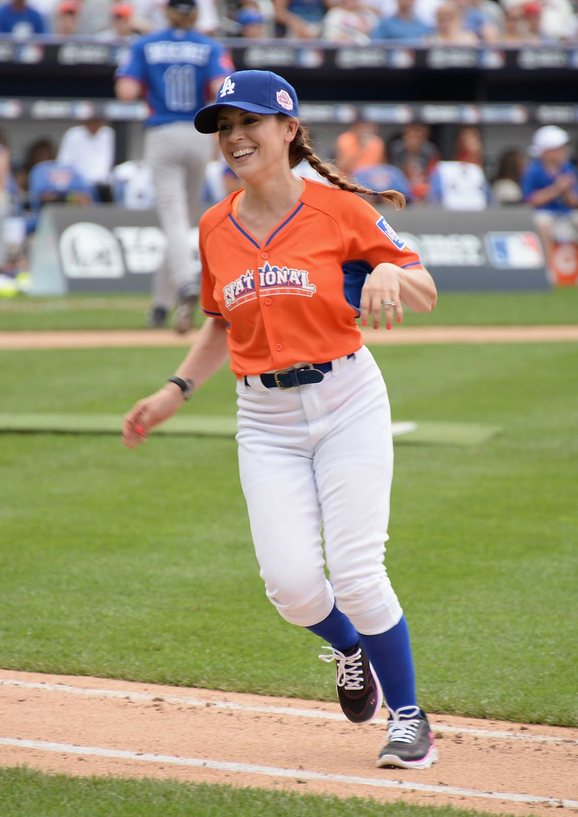 b4ca31900ce94 Alyssa Milano playing All Star Legends And Celebrity Softball Game ...