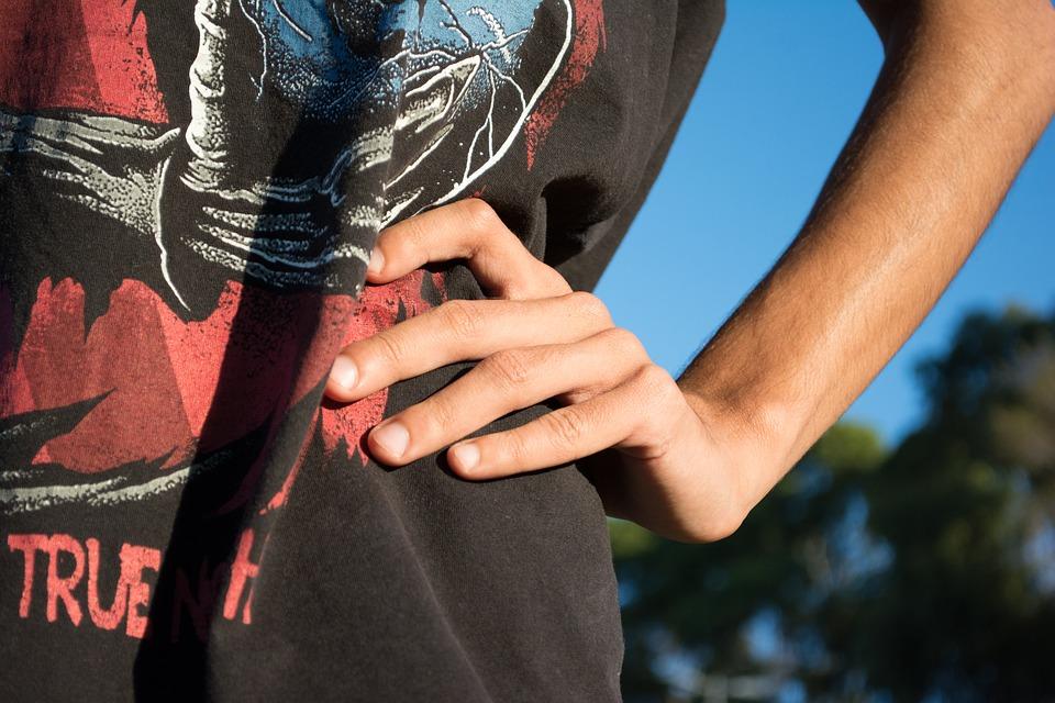 Berikut Kepribadian Seseorang Yang Suka Meletakkan Tangan di Pinggang