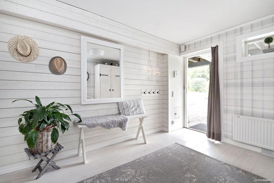 Drewniany domek w bieli i szarościach, wystrój wnętrz, wnętrza, urządzanie mieszkania, dom, home decor, dekoracje, aranżacje, scandi, styl skandynawski, scandinavian style