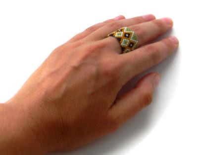 Широкое кольцо из бисера (с орнаментом) подарок девушке