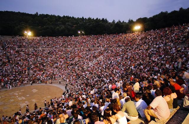 """Το """"Ελληνικό Φεστιβάλ"""" ζητάει ταξιθέτες και ελεγκτές εισόδου για την Επίδαυρο"""
