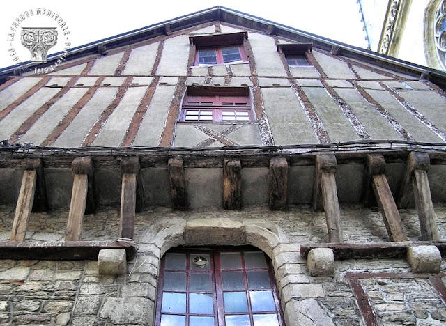 VANNES (56) - Maisons médiévales à pans de bois de la Rue Saint-Guenhaël