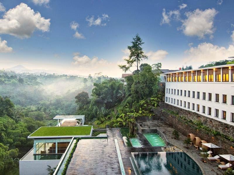 Padma Hotel Bandung Tampak Indah dari Luar