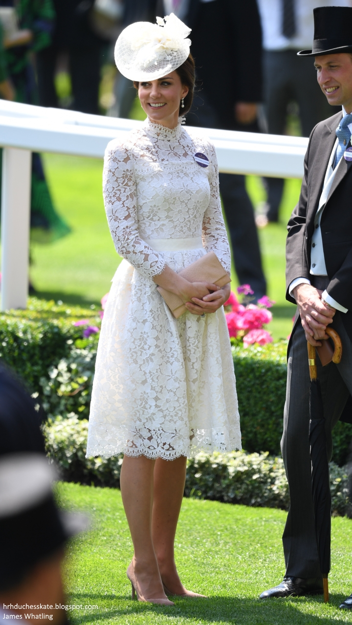 e0e0d8655fa01 Duchess Kate: The Duchess in White Lace McQueen & Queen's Earrings ...