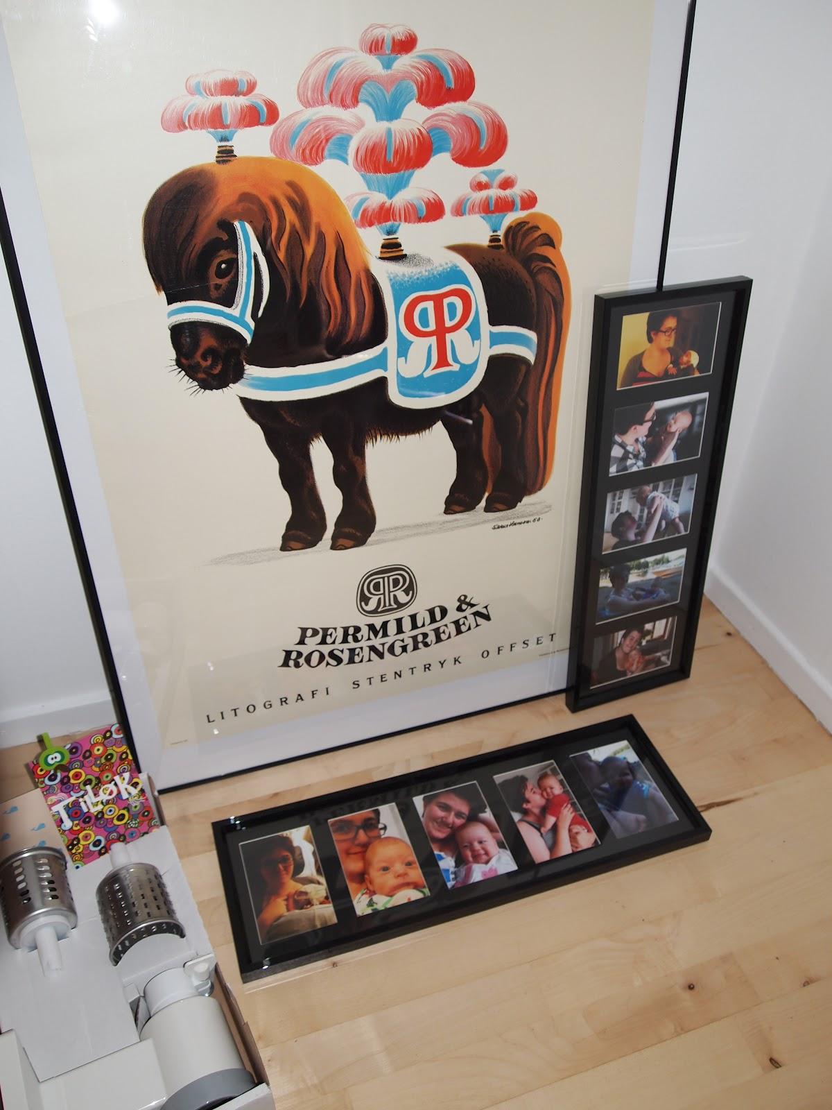 56884a3fbdf Et billede af cirkushesten, af Aage Sikker Hansen. ELSKER den hest altså.  Og sidst men bestemt ikke mindst to rammer fyldt ...
