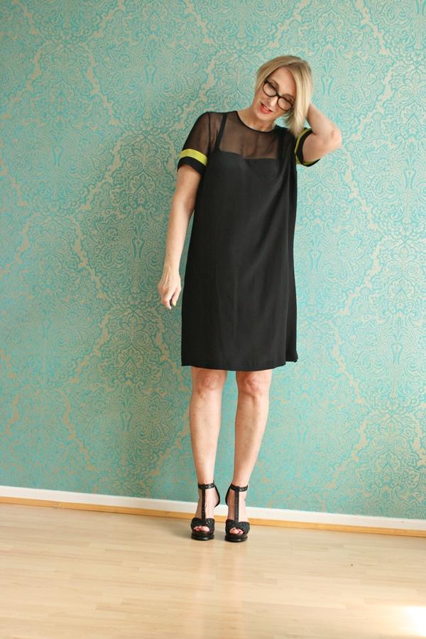 Kleines schwarzes Kleid aus Seide für den Sommer - Glam up ...