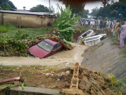 More photos: Strong wind & heavy rain sweeps vehicles into a river in Suleja