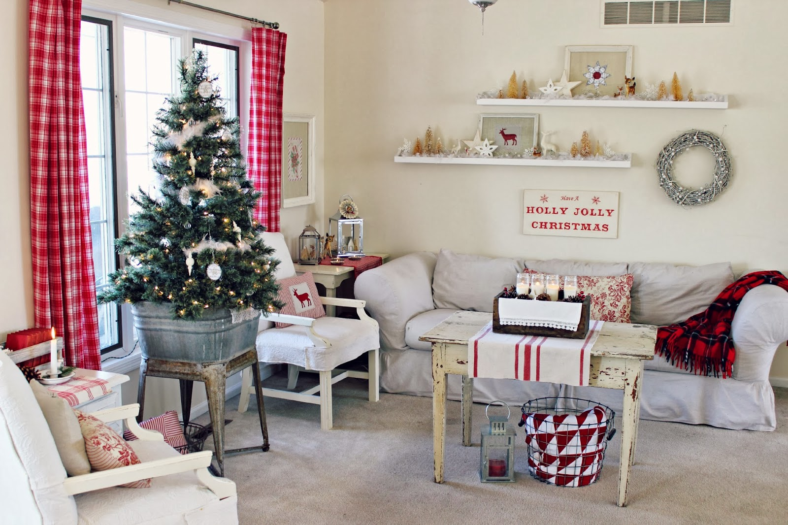 Happy At Home: Living Room and Hutch Holiday Decor