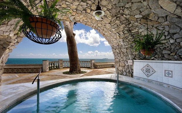 Refreshingly Inexpensive And Charming Base With A Solarium Private Beach Plus The Distinct Possibility Of Celebrity Or Two Arriving For Lunch