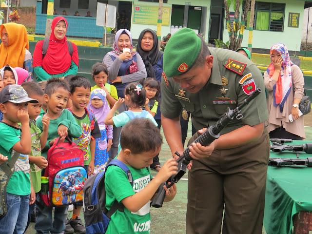 Kodim 1423/ Spg Kenalkan Profesi Tentara Kepada Anak- Anak