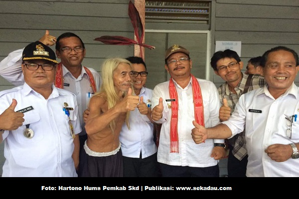 Bupati Resmikan Desa Adat Rumah Betang Temawang Rungkup dan Rumah Betang Panjang